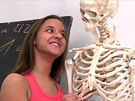 Amira seducing a skeleton