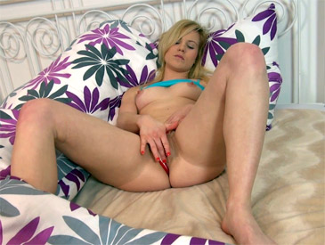 Martina fingers her pussy under the blanket