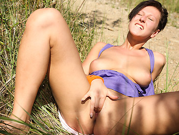 Nicoletta pulls out her big juggs outdoors