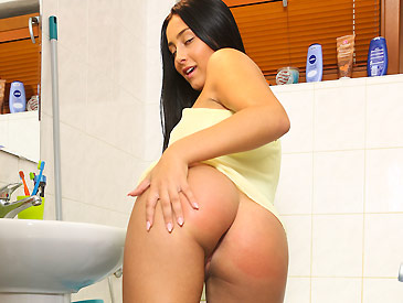 Ana Rose pleasing herself in the bathroom