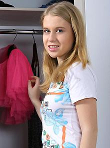 clubseventeen model Nikki