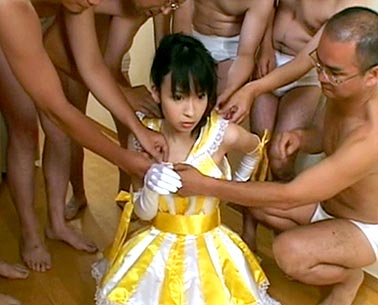 Wakaba Kaori in bukkake sex