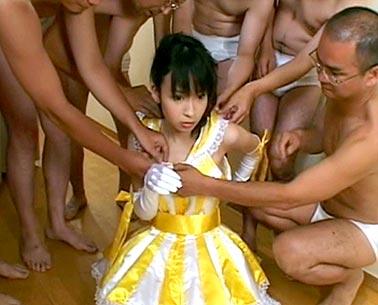 Wakaba Kaori in bukkake sex
