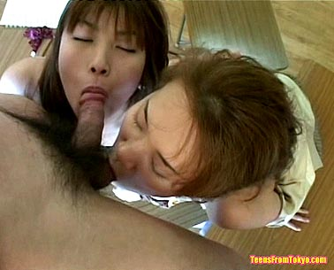 2 Japanese girls having oral sex