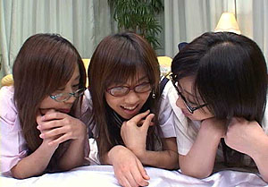 Hirakawa Koyuki and 2 friends sleepover